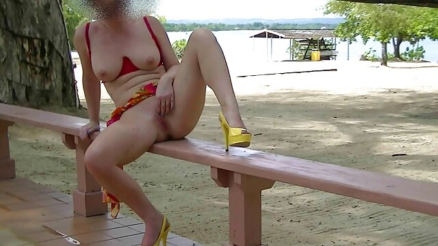 Flashing Sexy